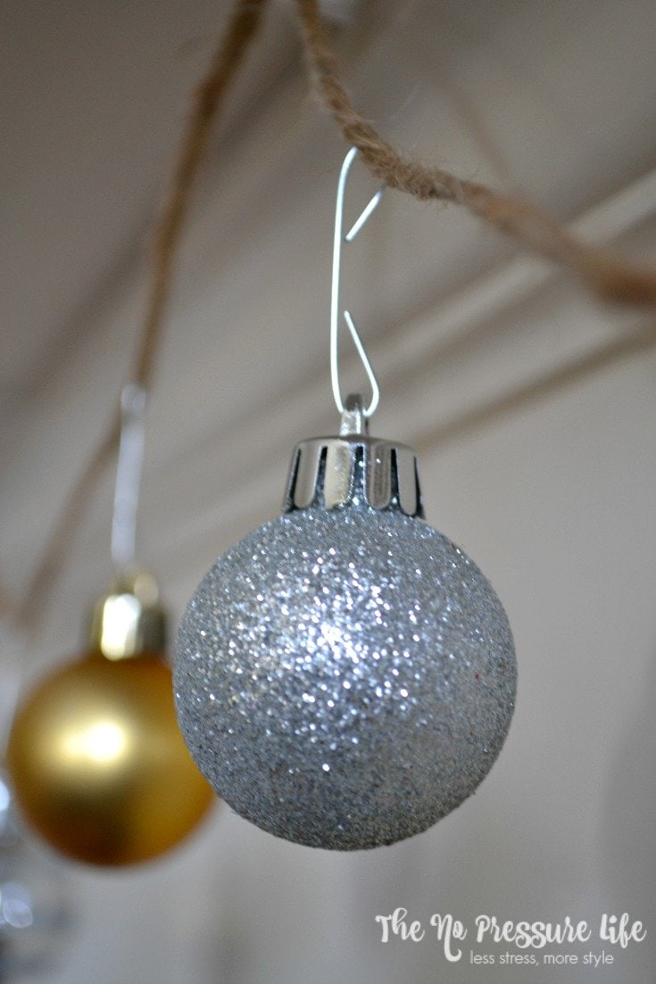 How to make DIY ornament garland for your Christmas tree or fireplace