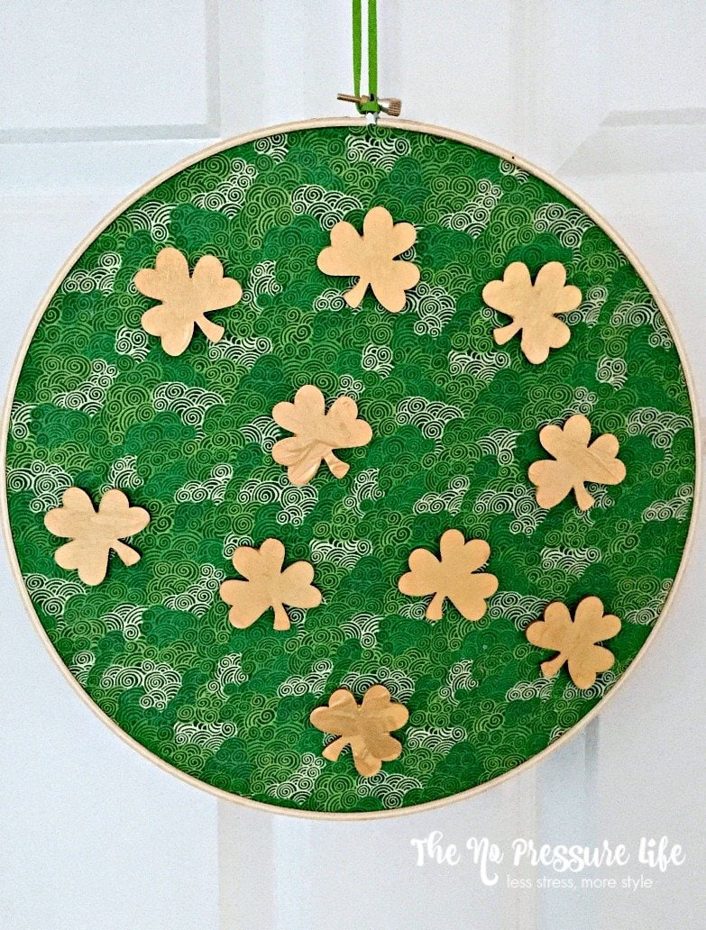 Easy shamrock craft made with an embroidery hoop