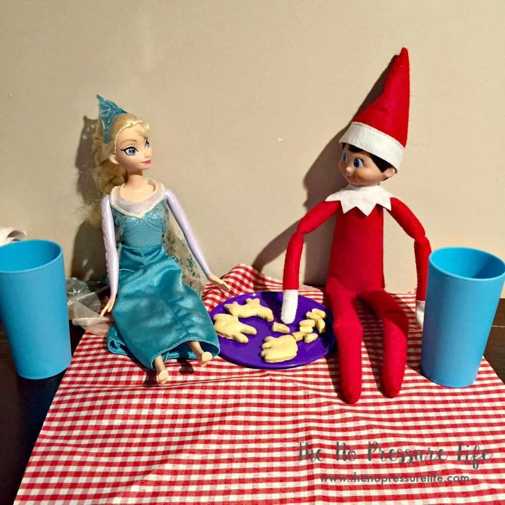 easy elf on the shelf ideas - picnic with Elsa