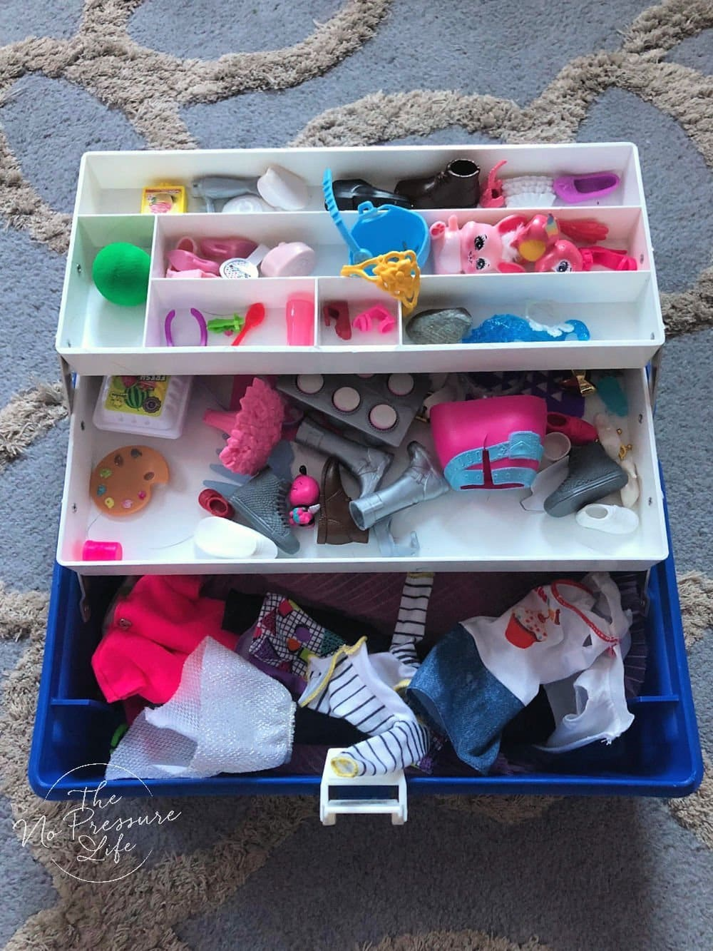 Portable Barbie storage idea - carry case for Barbie shoes and accessories