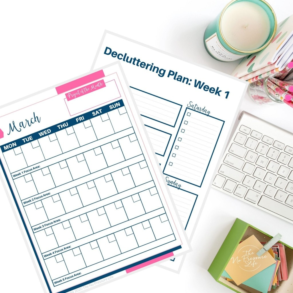 Declutter calendar on desk