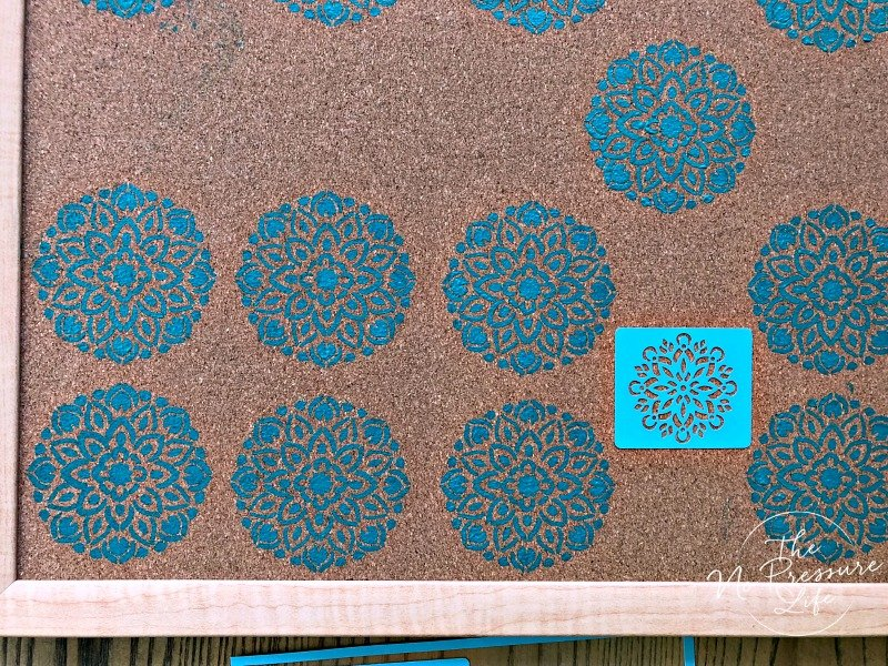 How to make a DIY stenciled cork board with paint